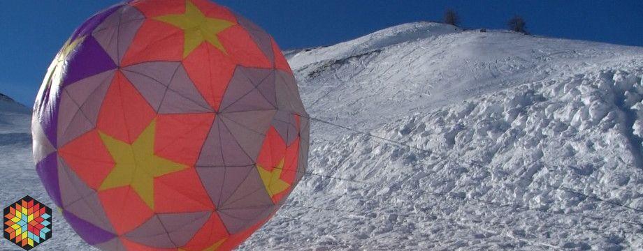 Gros ballon 2M de hauteur sur la neige Col du Lautaret